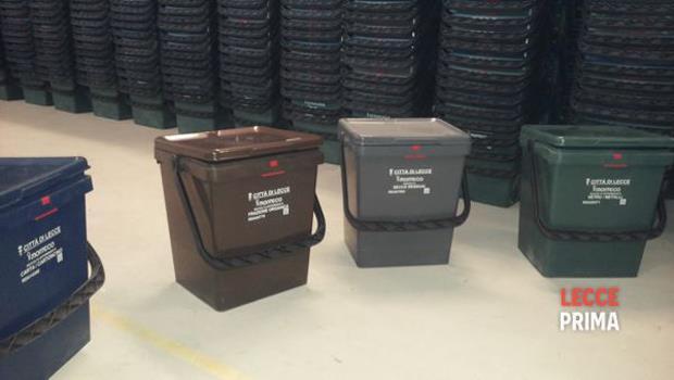 Lotta ai rifiuti in città: kit della differenziata anche nella zona di Piazza Ariosto